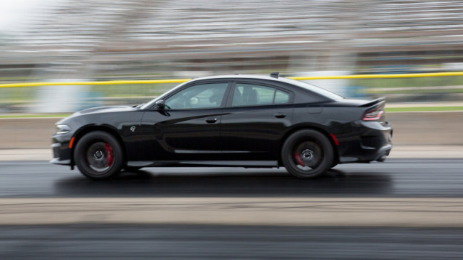 2015-Dodge-Charger-Hellcat-Drag-Race