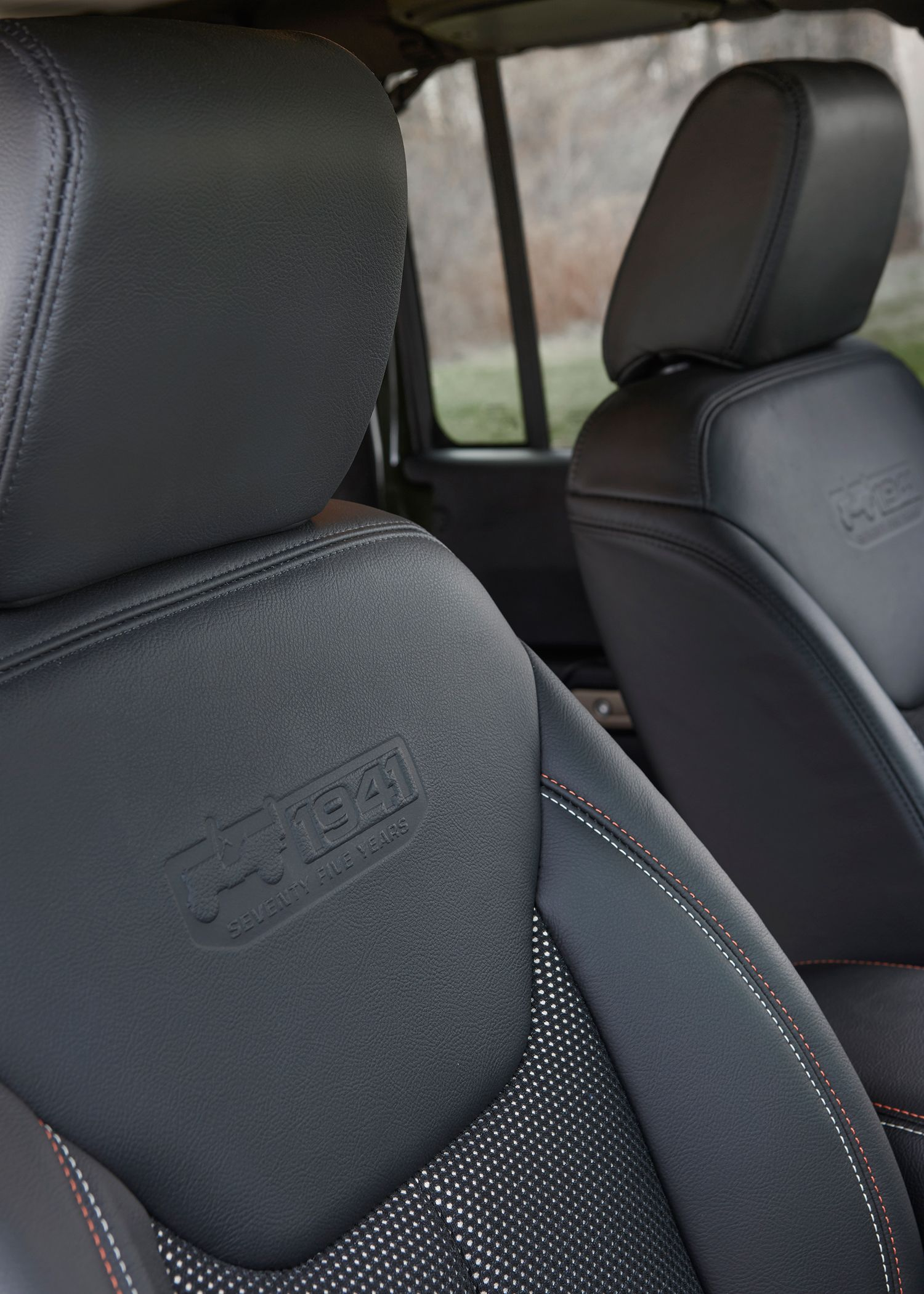 2016 Jeep Wrangler Unlimited 75th Anniversary Edition Interior Seats 02