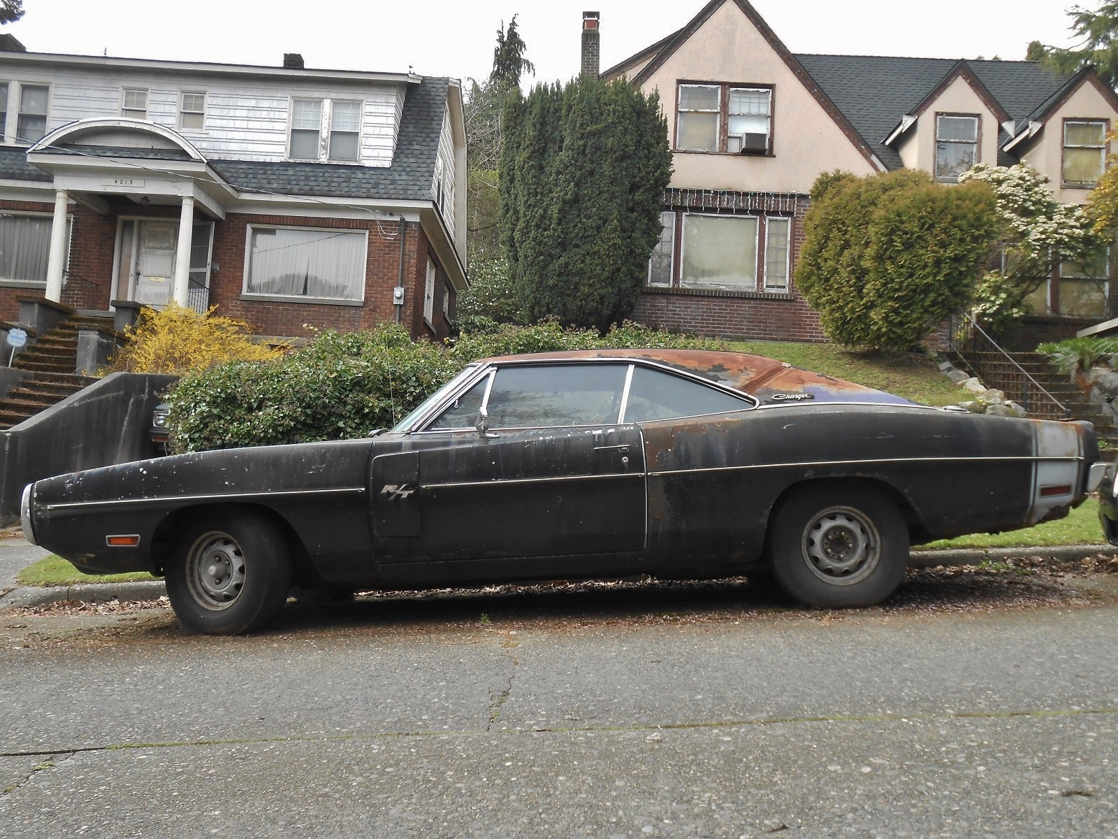 neglected-plum-crazy-1970-dodge-charger-r-t-440-rusting-in-washington-listed-as-stolen_1