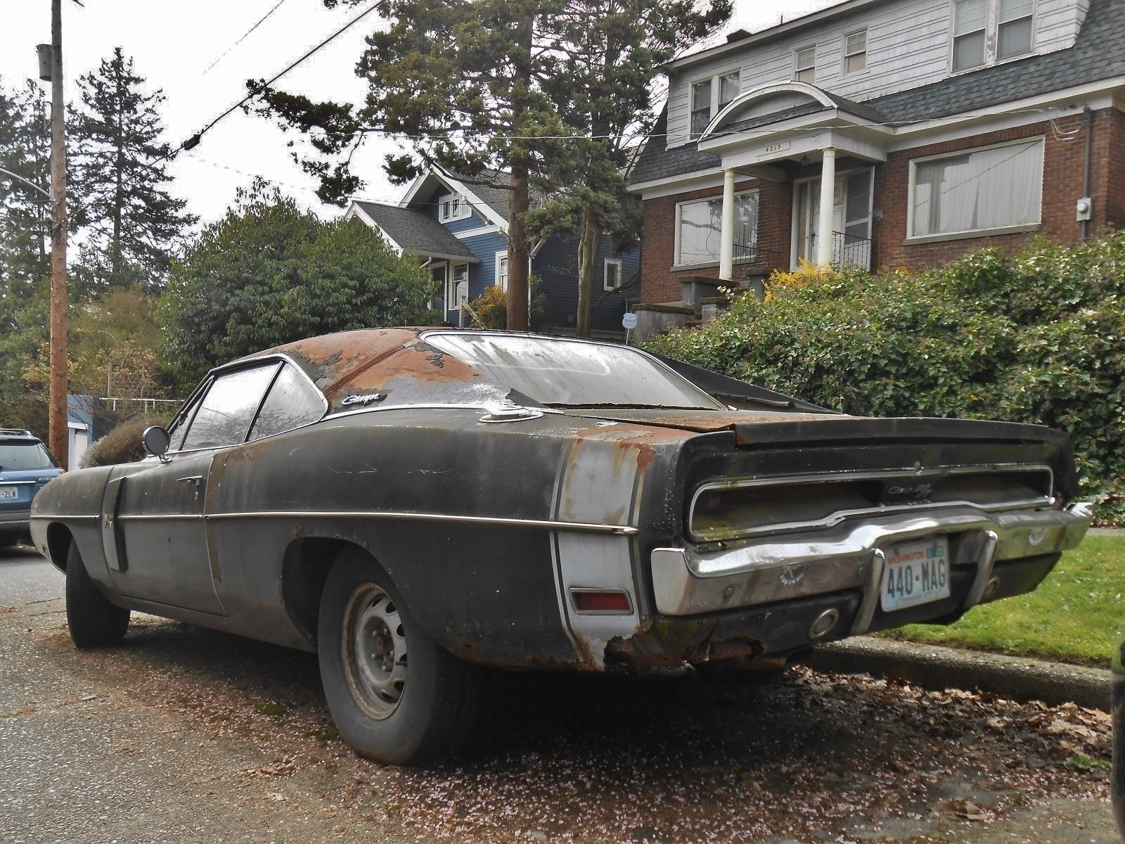 neglected-plum-crazy-1970-dodge-charger-r-t-440-rusting-in