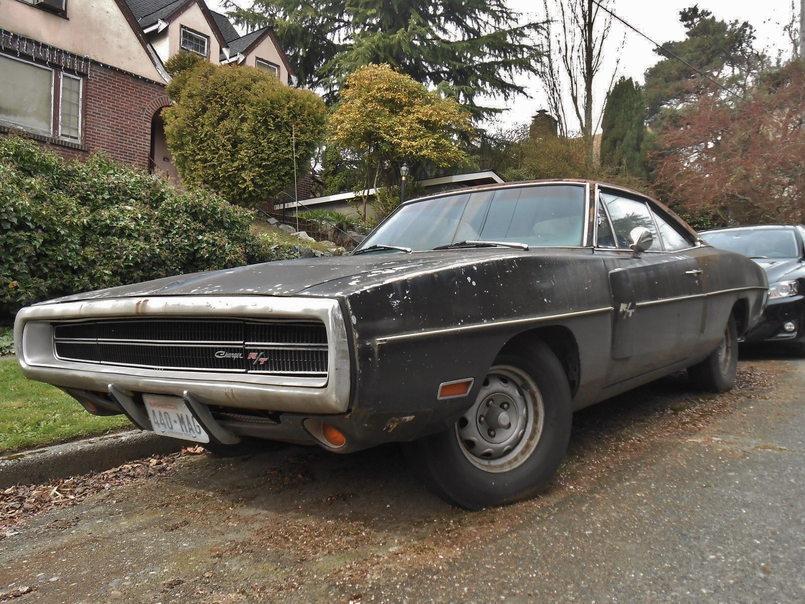 neglected-plum-crazy-1970-dodge-charger-r-t-440-rusting-in-washington-listed-as-stolen_13