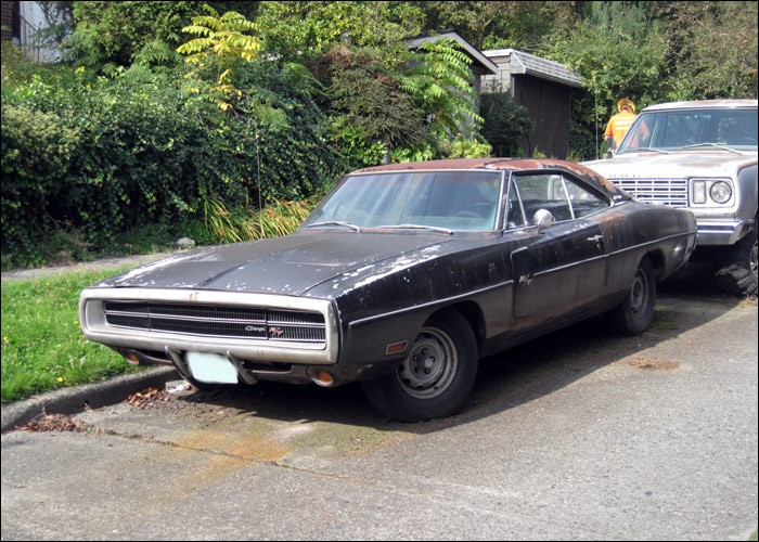 neglected-plum-crazy-1970-dodge-charger-r-t-440-rusting-in-washington-listed-as-stolen_15